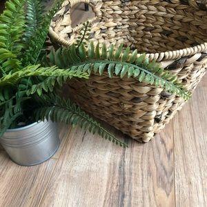 Other - Round top wicker basket woven rattan storage